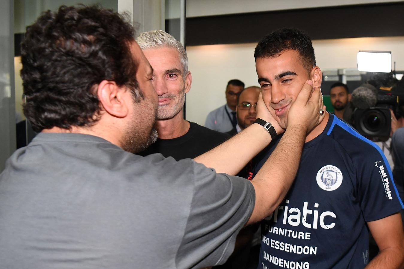 Hakeem al-Araibi wordt door zijn fans onthaald op het vliegveld van Melbourne.