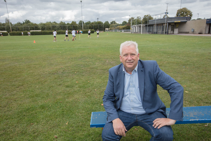 Mulo voorzitter Arjen Vos op sportpark de Braak in Helmond