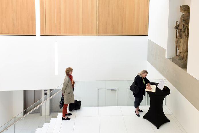 In de publiekshal van het gerechtsgebouw in Breda ligt het condoleanceregister ter nagedachtenis aan Derk Wiersum.