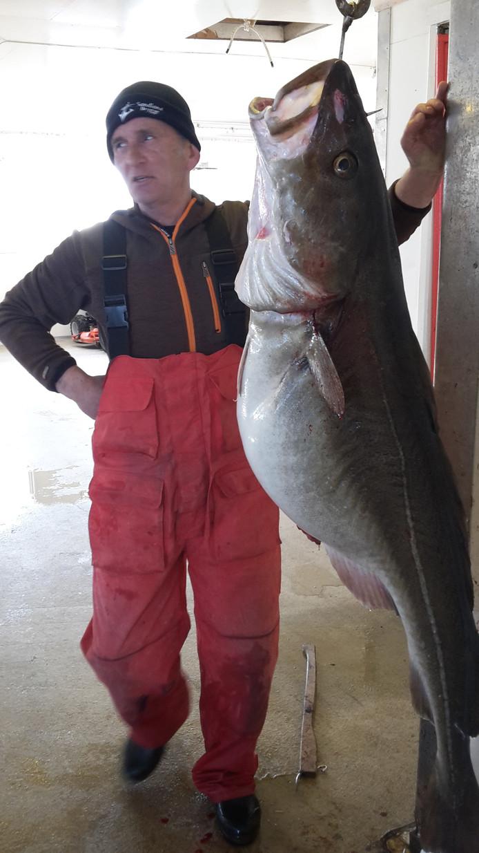 Ad van Schaijk met een grote vis.