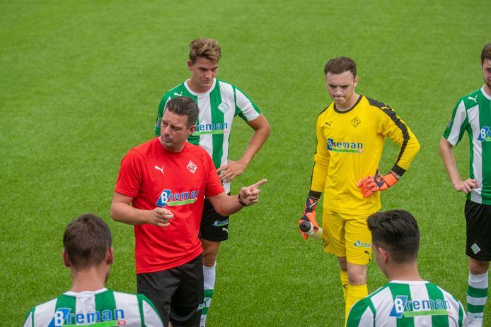 René van der Weij is tevreden dat de selectie van SC Genemuiden vrijwel ongewijzigd is gebleven. ,,We gaan met de talenten aan de slag.''