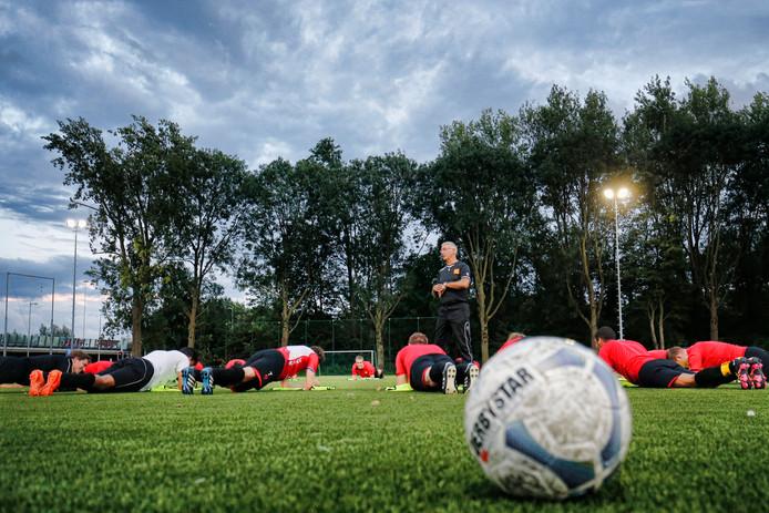 Een training van de A-selectie op het complex van Sporting'70 in Utrecht.