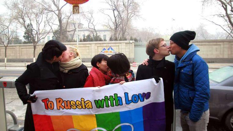 Homorechtenactivisten demonstreren ten tijde van de Olympische Winterspelen in Sotsji tegen de anti-homowet in Rusland. Beeld afp