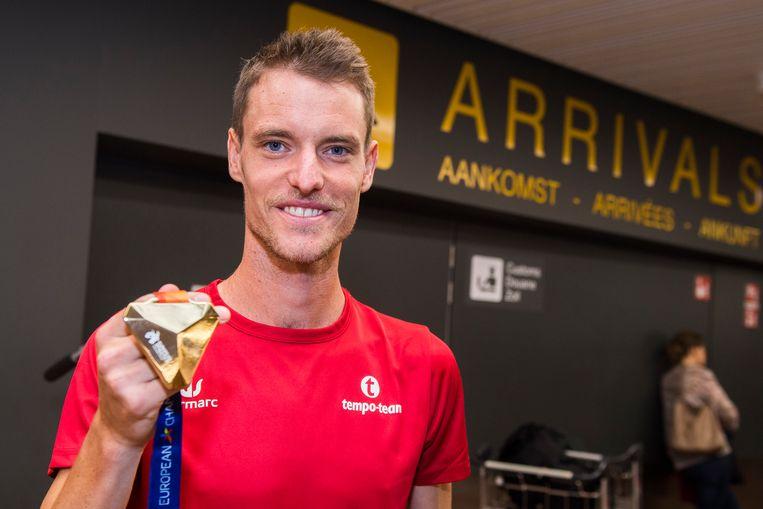 Koen Naert met zijn marathongoud.