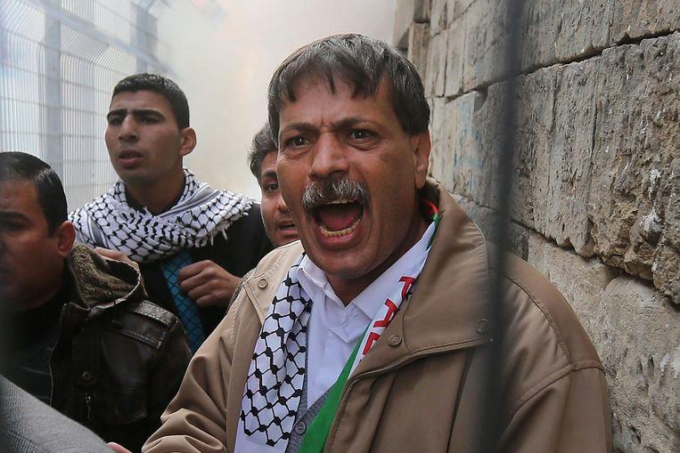 Volgens Palestijnse bronnen overleed de minister nadat een Israëlische soldaat hem op de borstkas had geslagen met een helm of geweerkolf.