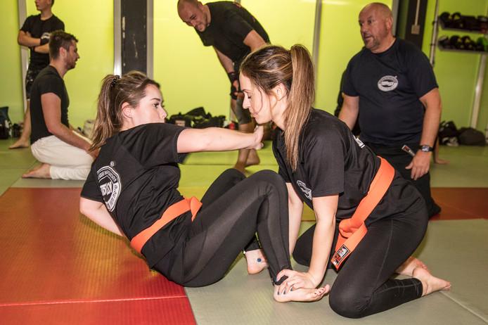 Zelfverdedigingsport Krav-maga in sporthal Philips de Goedelaan in Eindhoven.