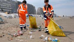 """West-Vlaamse gouverneur wil boetes voor afval op strand: """"Strandgangers zijn een bende vuilaards"""""""