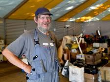 Record voor de Mill Hill-rommelmarkt en een lintje voor Jan van den Berg