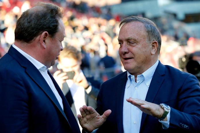 Leonid Sloetski in gesprek met Dick Advocaat, de coach van FC Utrecht.