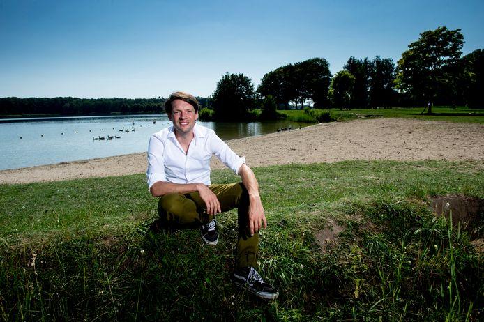 Kees Rutten op een van de strandjes van recreatiegebied Bussloo. Sinds 1 juni is hij de nieuwe directeur van Leisurelands.