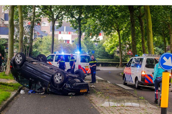De auto vloog over de kop in de bocht bij de Jagerweg.