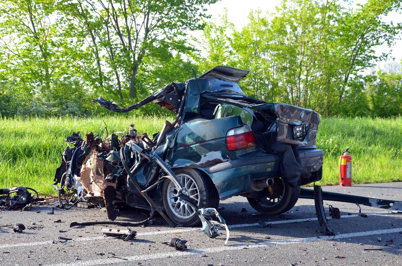 Bij de crash op de provinciale weg tussen Brummen en Zutphen raakte de auto van het slachtoffer totaal verwoest.