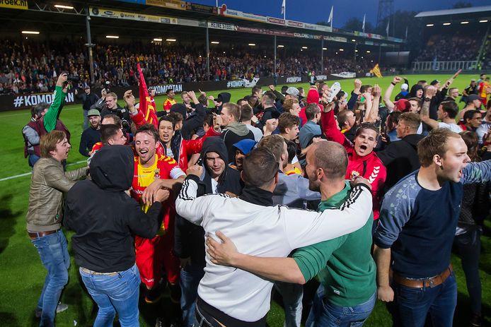 De spelers van GA Eagles vieren de overwinning op het veld met de supporters GA Eagles - De Graafschap in 2016. Die wedstrijd staat centraal op 22 mei bij KowetKijken-XXL.