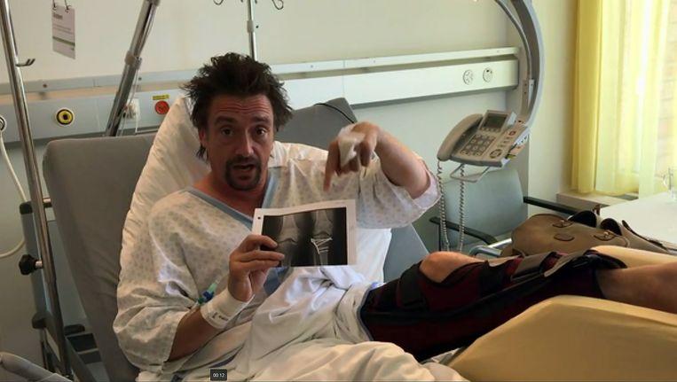 Hammond in een Zwitsers ziekenhuis na het ongeval waarbij hij meerdere botbreuken opliep.