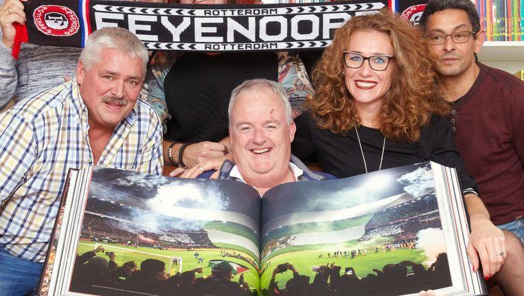 Feyenoord-fan Boyd Vervat met het jubileumboek van Feyenoord. Beeld null