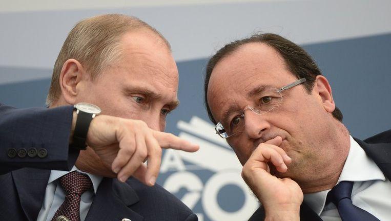 Vladimir Poetin spreekt met de Franse president Hollande op de G20-top. Beeld afp