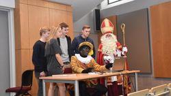 Zesdejaars helpen Sinterklaas met website
