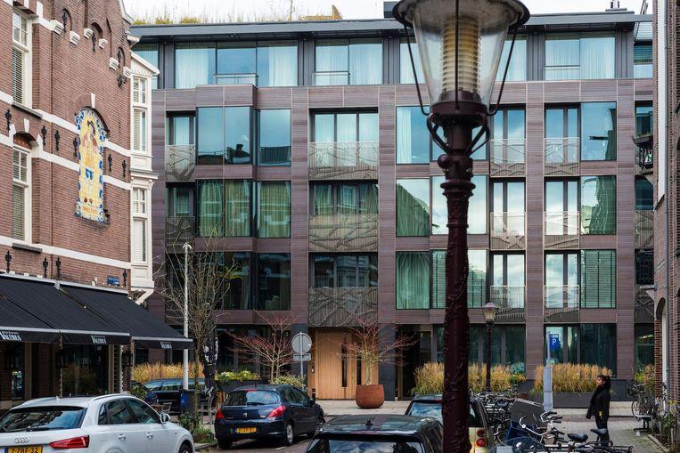 Banstraat gezien vanuit de Valeriusstraat, in de voormalige nonnen school de Sint Jacobus, zit nu een modern appartementencomplex. Beeld Maarten Steenvoort