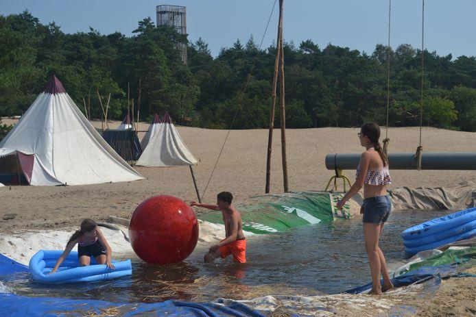Waterspelletjes zijn favoriet bij het tropische jeugdvakantiewerk Herpen.