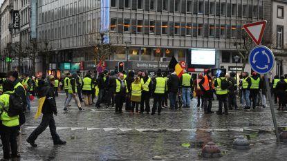Gele hesjes proberen nieuwjaarsfeest MR te verstoren: ruit ingegooid, politie bekogeld