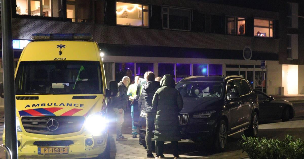 Vrouw aangereden nadat ze uit auto stapte in Wanroij, slachtoffer met spoed naar ziekenhuis.