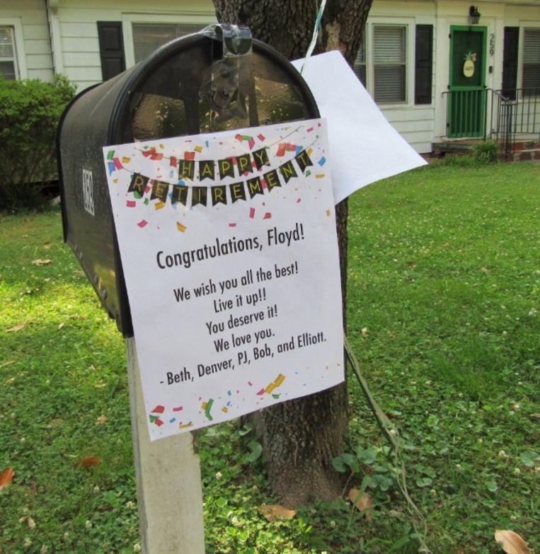 Veel buurtbewoners hadden speciaal voor Floyd Martin hun brievenbus versierd.