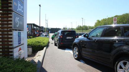 Meteen file aan heropende drive-in van McDonald's in Dilbeek