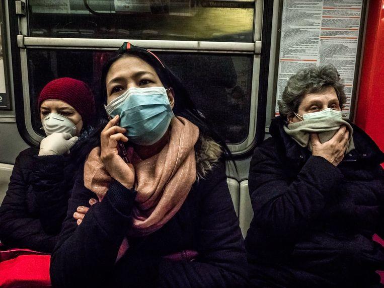 In Milaan nemen mensen op het openbaar vervoer het zekere voor het onzekere.