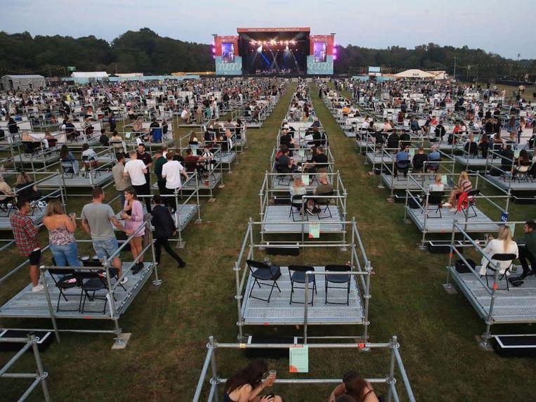 Kortrijk laat zich inspireren door Newcastle, waar recent een concert op deze manier werd georganiseerd. Per vijf in je eigen box.