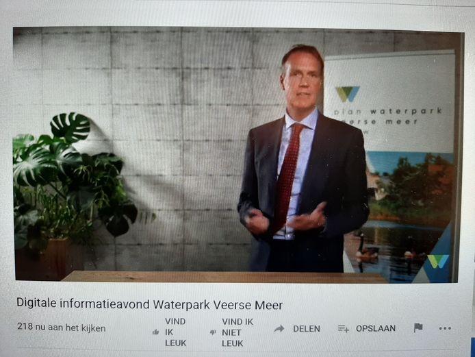 Directeur Gerro Vonk van Driestar gaat tijdens een digitale informatie-avond dieper in op het plan van zijn bedrijf voor vakantiepark Waterpark Veerse Meer bij Arnemuiden.