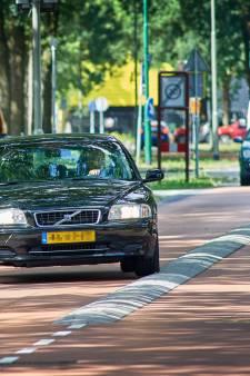 De fietser is niet langer koning in Oss; fietsstraten krijgen 'auto te gast'