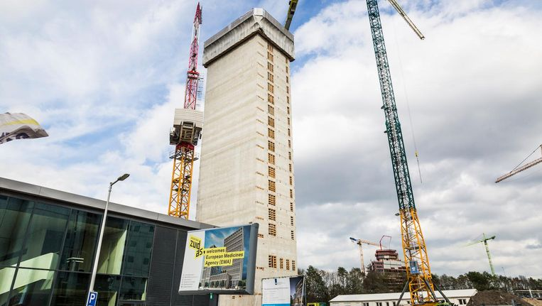 De betonnen kern van de EMA-toren aan de Zuidas bereikte deze week het hoogste punt: 80 meter Beeld Tammy van Nerum