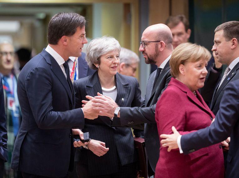 Europese leiders bieden May een slap helpend handje