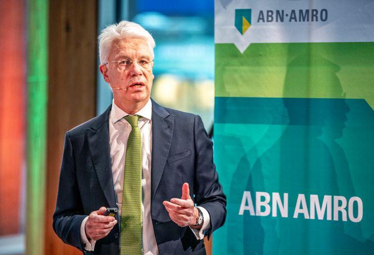 Amsterdam- CEO Abn Amro (l) Kees van Dijkhuizen tijdens de persconferentie voor de jaarcijfers. foto raymond rutting / de volkskrant Beeld ©raymond rutting photography