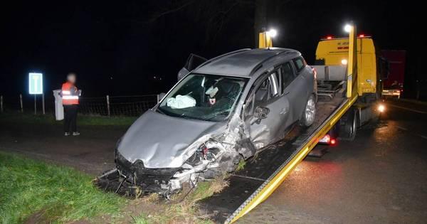Dronken man zonder rijbewijs raakt gewond bij verkeersongeluk Oud-Vossemeer.