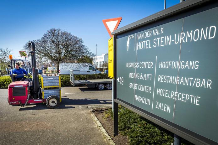 Voorbereidingswerkzaamheden bij het hotel Van Der Valk in Urmond (Limburg).