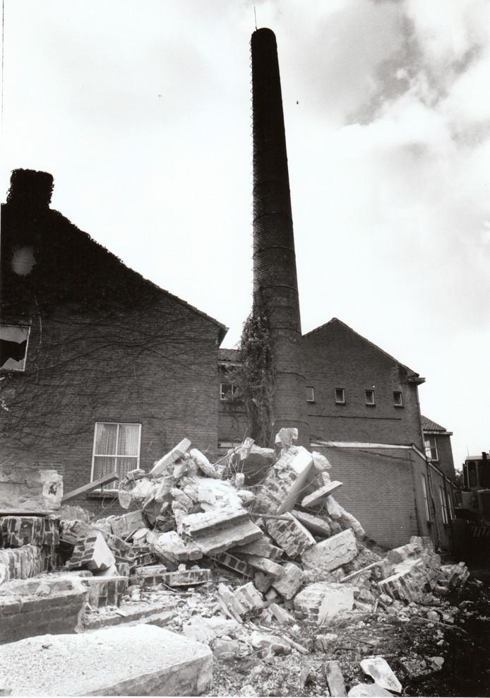 Vooraan in de Koppelstraat in Beek en Donk stond vroeger zuivelfabriek De Eendracht. Maar door centralisatie en betere productieprocessen in de zuivelverwerking verdwenen de lokale melkfabrieken. In Beek en Donk werd De Eendracht in 1990 afgebroken.