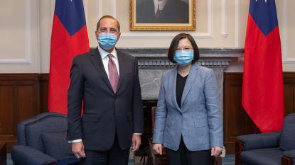 Amerikaans minister bezoekt Taiwan en prijst democratie in het land, China woedend