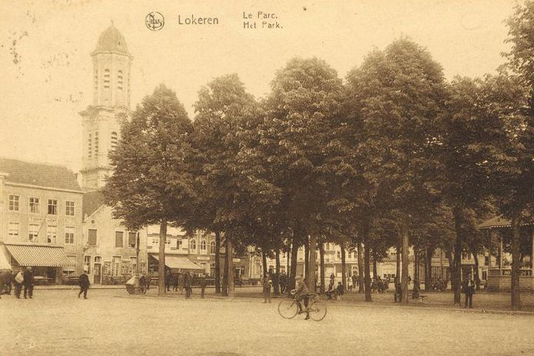 Een foto van de Markt. Het beeld dateert wellicht van de jaren dertig van de vorige eeuw.