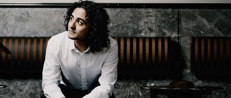 Dirigent Kerem Hasan Beeld Marco Borggreve