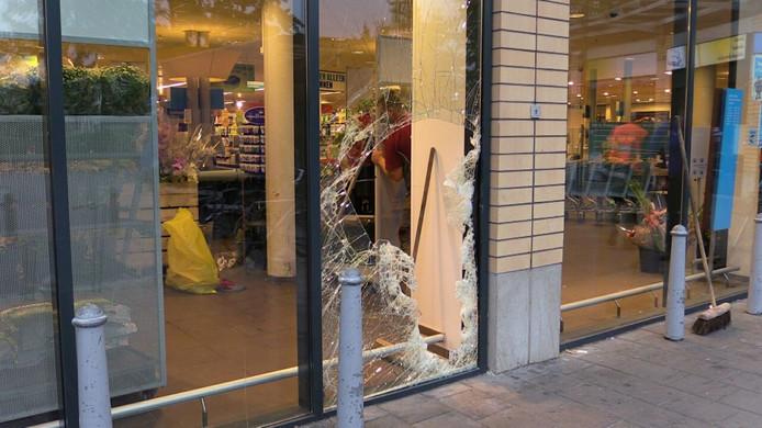 Ravage bij de Albert Heijn aan de Zonstraat in Enschede