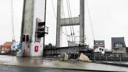Brug komt naar beneden wanneer schip eronder vaart: enorme ravage in Grimbergen