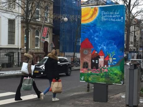 Reclamezuil aan Herengracht uit protest 'opgefleurd' met schilderij