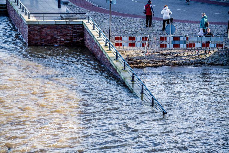 Hoog water bij de Waalkade bij Nijmegen. Beeld ANP