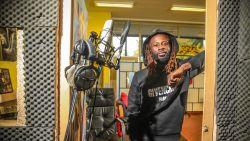 """Naast profvoetballer heeft Genk-speler Ndongala ook een eigen muzieklabel: """"Dat lied over Bayat hebben we nooit uitgebracht"""""""