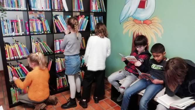 """Kinderen van KBO Nederename hebben nieuwe bib en leeshoek: """"We moeten het leesplezier vergroten"""""""