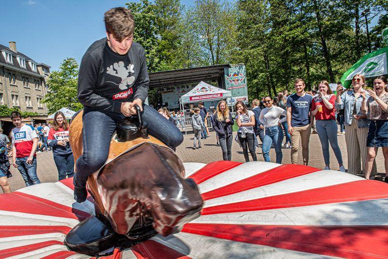 De leerlingen konden zelfs proberen op een mechanische stier te rijden.