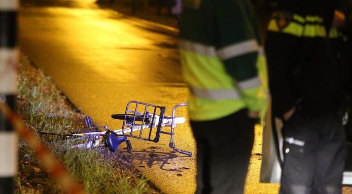 De fiets waarop Indy Verhallen reed toen zij werd geschept op de hoek Harendonkweg-Bruistensingel in Den Bosch.