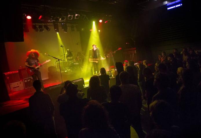 Bertus Borgers en The Young Retro's tijdens de albumpresentatie in de Effenaar.