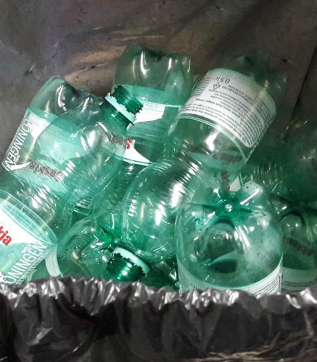 In Rotterdam slingeren ruim twee keer zoveel plastic flesjes op straat als in rest van Nederland